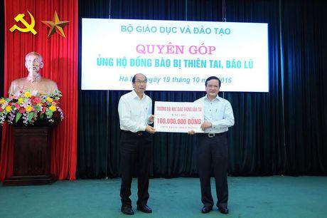 Bo Giao duc quyen gop hon 750 trieu dong ung ho mien Trung - Anh 3
