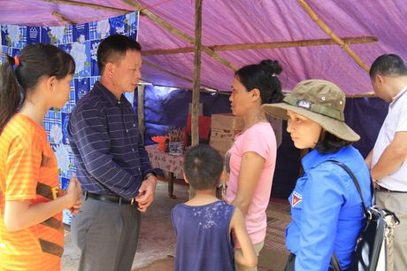 Doanh nghiep cung bao Tien phong trao qua ho tro nguoi dan vung lu Quang Binh - Anh 10
