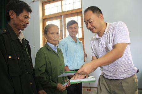 Doanh nghiep cung bao Tien phong trao qua ho tro nguoi dan vung lu Quang Binh - Anh 11
