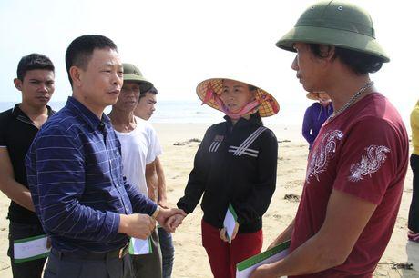 Doanh nghiep cung bao Tien phong trao qua ho tro nguoi dan vung lu Quang Binh - Anh 2