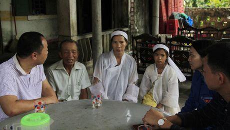 Doanh nghiep cung bao Tien phong trao qua ho tro nguoi dan vung lu Quang Binh - Anh 7