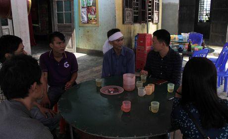 Doanh nghiep cung bao Tien phong trao qua ho tro nguoi dan vung lu Quang Binh - Anh 8
