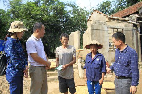Doanh nghiep cung bao Tien phong trao qua ho tro nguoi dan vung lu Quang Binh - Anh 9
