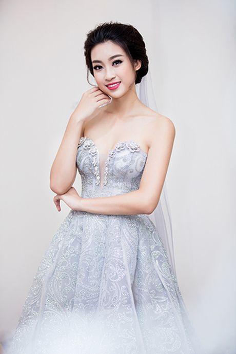 Hoa hau Do My Linh lam co dau long lay - Anh 4