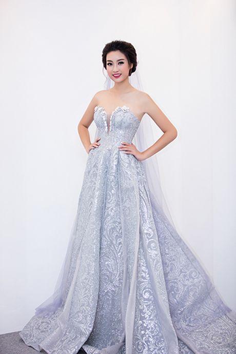 Hoa hau Do My Linh lam co dau long lay - Anh 5