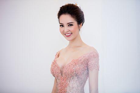 Hoa hau Do My Linh lam co dau long lay - Anh 8