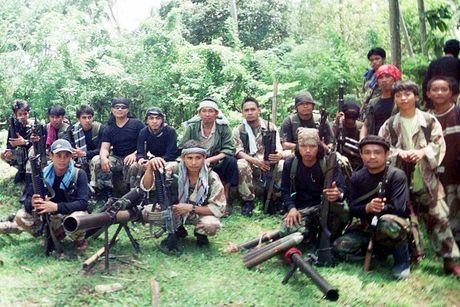Tau Han Quoc bi tan cong ngoai khoi Philippines - Anh 1