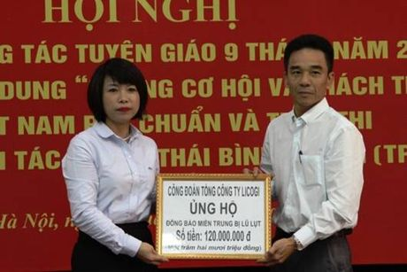 CBCNV nganh xay dung tiep tuc ung ho dong bao vung lu lut - Anh 2