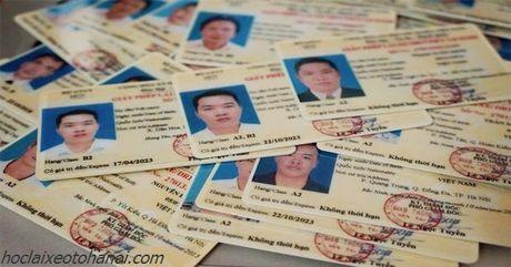 De nghi phu mat sau cua GPLX lam bang vat lieu PET - Anh 1