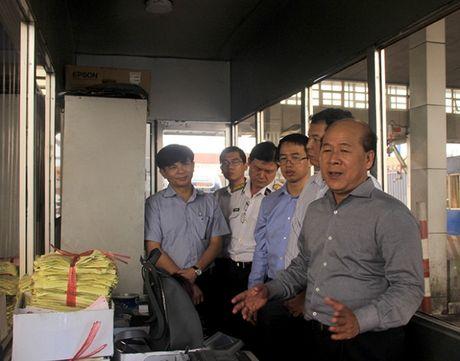 Thu truong Nguyen Van Cong bat ngo kiem tra xe qua tai cang Cat Lai - Anh 3