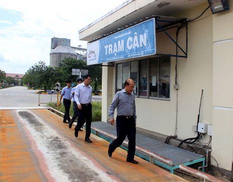 Thu truong Nguyen Van Cong bat ngo kiem tra xe qua tai cang Cat Lai - Anh 4