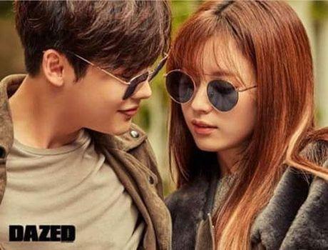 Lee Jong Suk va Han Hyo Joo cua 'W - Hai the gioi' qua tinh tu tren tap chi - Anh 10