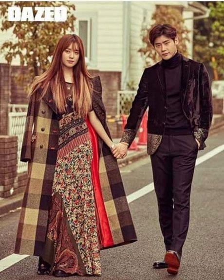 Lee Jong Suk va Han Hyo Joo cua 'W - Hai the gioi' qua tinh tu tren tap chi - Anh 9