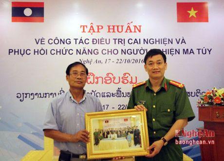 Chia se kinh nghiem cong tac cai nghien cho can bo Lao - Anh 2
