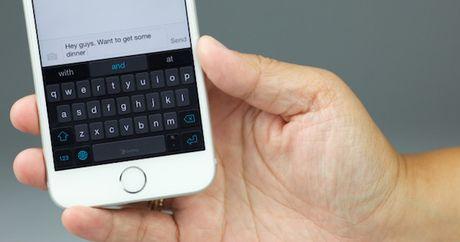 Apple 'giau' tinh nang thu nho ban phim tren iPhone - Anh 1