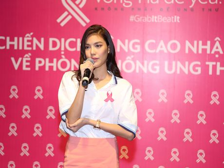 Lan Khue roi nuoc mat khi lam dai su chong ung thu vu - Anh 1