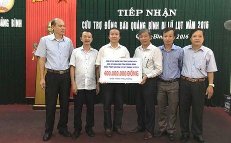 Thanh Hoa va Quang Ngai ung ho nhan dan Quang Binh 900 trieu dong - Anh 2