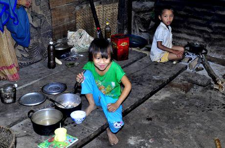 Lang biet lap giua nui rung Ca Dam - Anh 12