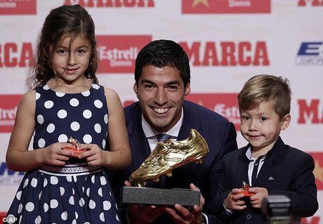 Luis Suarez gianh Chiec giay vang, muon giai nghe o Barca - Anh 1