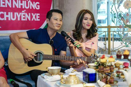 Hoang Bach san sang danh ke hanh hung phu nu o Noi Bai - Anh 1