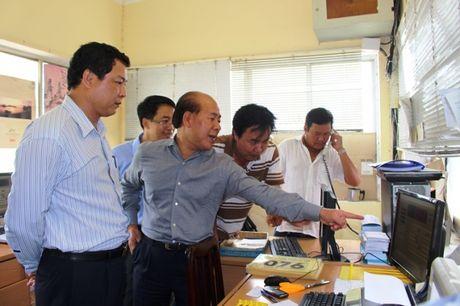 Thu truong Bo GTVT kiem tra dot xuat can tai trong tai cang - Anh 6