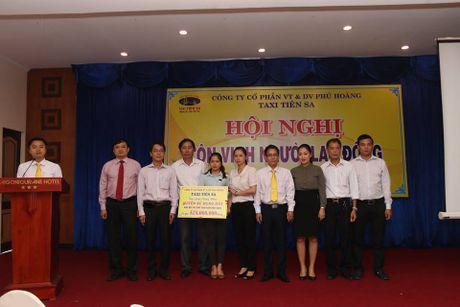 Hang taxi Tien Sa tang lo dat tri gia gan 600 trieu dong cho gia dinh tai xe bi cuop - Anh 1