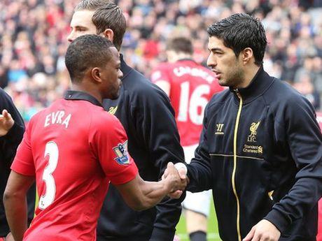 Patrice Evra xoa bo hiem khich, chuc mung Suarez nhan Chiec giay vang - Anh 3