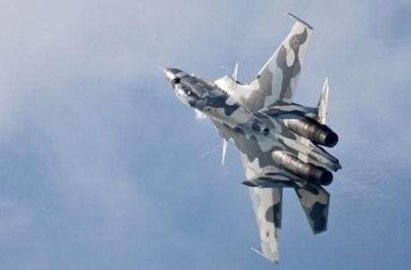 Sieu tiem kich Su-35: Vu khi thong tri bau troi cua Khong quan Nga - Anh 6