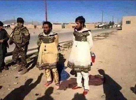 Linh IS cai trang thanh dan ba hong tron khoi Mosul - Anh 1