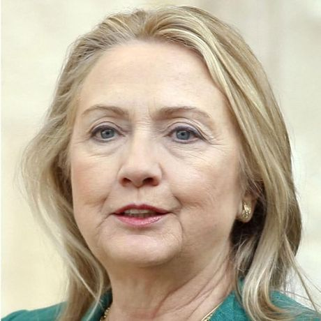 Thoi trang toc cua ba Hillary Clinton thay doi qua nam thang - Anh 12