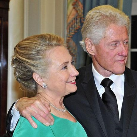 Thoi trang toc cua ba Hillary Clinton thay doi qua nam thang - Anh 14