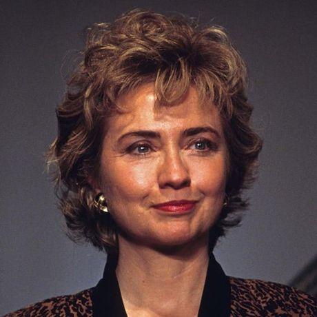 Thoi trang toc cua ba Hillary Clinton thay doi qua nam thang - Anh 4