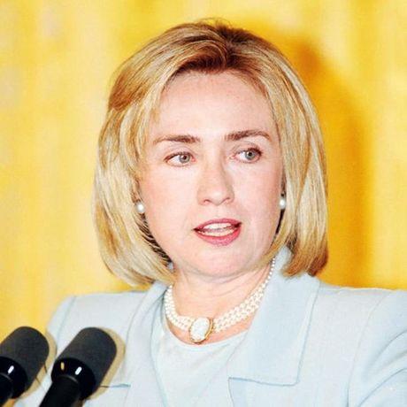 Thoi trang toc cua ba Hillary Clinton thay doi qua nam thang - Anh 6