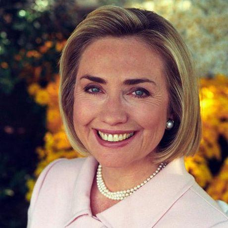 Thoi trang toc cua ba Hillary Clinton thay doi qua nam thang - Anh 7