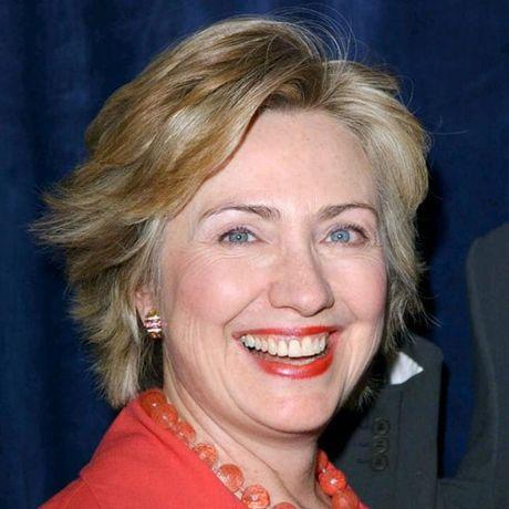 Thoi trang toc cua ba Hillary Clinton thay doi qua nam thang - Anh 9