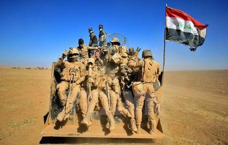 Quan doi Iraq con cach Mosul 40km, IS 'dien cuong' tan sat dan - Anh 1