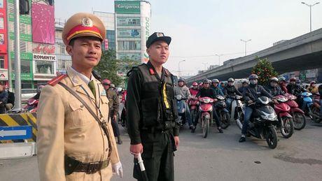 Phan luong giao thong phuc vu cac hoi nghi cap cao tai Ha Noi - Anh 1