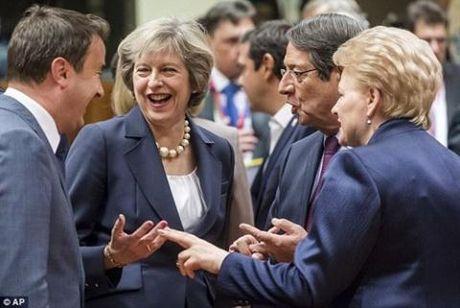 So khung hoang, EU luc duc vi trung phat Nga - Anh 2