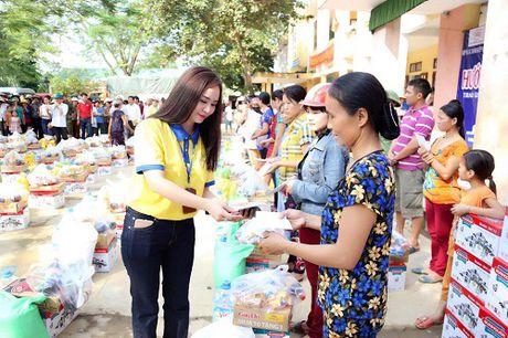 Ha Tinh: Hon 400 trieu dong den voi dong bao ngap lu tai xa Hoa Hai - Anh 5
