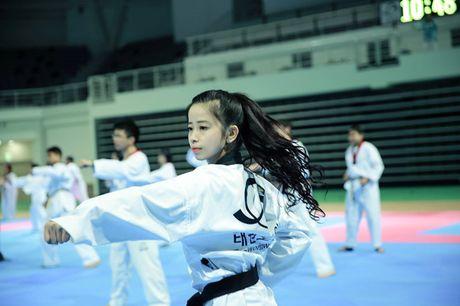 'Nu hoang taekwondo' Chau Tuyet Van 'mai vo' ung ho mien Trung - Anh 1