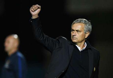 Mourinho 'xat muoi' trai tim CDV Chelsea - Anh 1