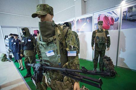 Thich thu dan vu khi 'khung' tai trien lam an ninh Nga - Anh 3