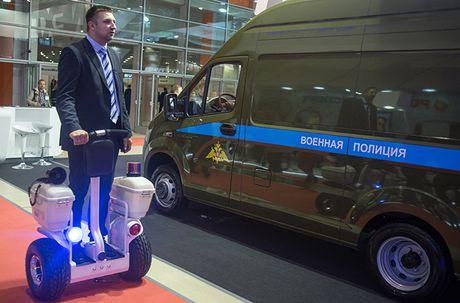 Thich thu dan vu khi 'khung' tai trien lam an ninh Nga - Anh 7