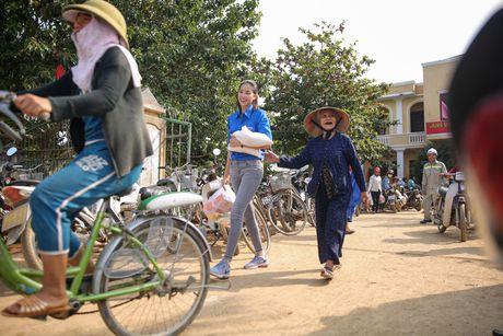 Am long Pham Huong mang nu cuoi den ba con mien Trung - Anh 12