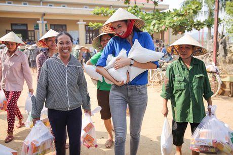 Am long Pham Huong mang nu cuoi den ba con mien Trung - Anh 14