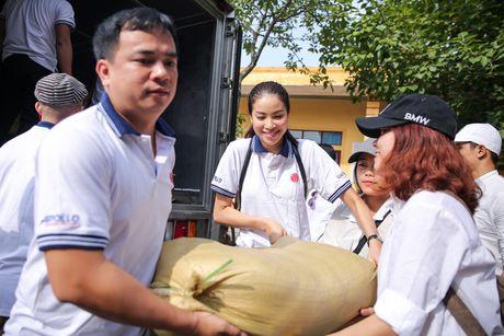 Am long Pham Huong mang nu cuoi den ba con mien Trung - Anh 1