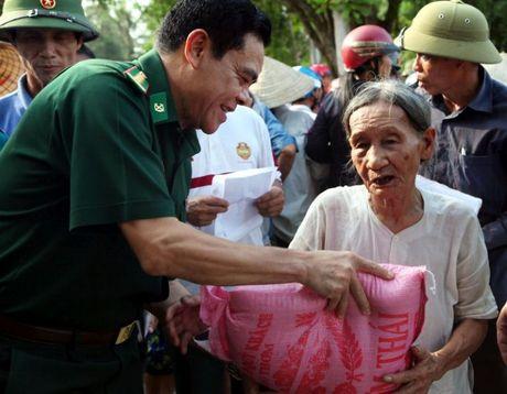 Hoi Nha bao Viet Nam : Dong hanh cung nguoi dan vung lu - Anh 2