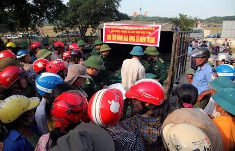 Hoi Nha bao Viet Nam : Dong hanh cung nguoi dan vung lu - Anh 3