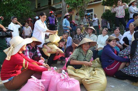 Hoi Nha bao Viet Nam : Dong hanh cung nguoi dan vung lu - Anh 9