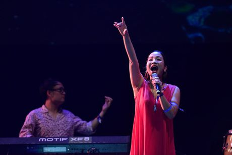 My Linh tai hien hit dinh dam trong Le hoi am nhac quoc te gio mua - Anh 7